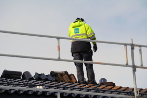 Tømrer på taket
